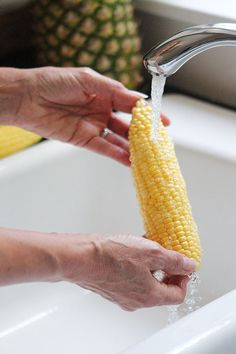 Southern Skillet Corn with far too many pics but sounds like my grandmothers recipe Easy Vegetable Side Dishes, Side Dishes For Chicken, Vegetable Sides, Side Dishes Easy, Side Dish Recipes, Best Corn Recipe, Skillet Corn, Shucking Corn, Creamed Corn Recipes