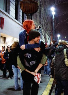 eternal sunshine of the spotless mind I want his swirl sweater soooooooooooo…