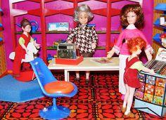Yo fuí a EGB .Los años 60's y 70's.Los juguetes para niñas de los años 60 y 70. |yofuiaegb La EGB. Recuerdos de los años 60 y 70. Memories of 60's and 70's. Vintage Toys, Nostalgia, Retro, Old Fashioned Toys, Childhood Memories, Girls Toys, Objects, Recipes, Hipster Stuff