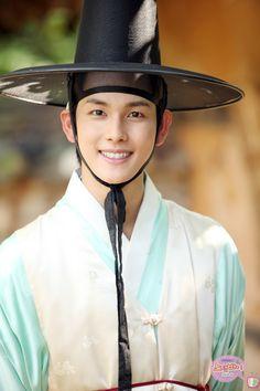Siwan from ze:a in hanbok Korean Wave, Korean Star, Korean Traditional, Traditional Dresses, Im Siwan, Sungkyunkwan Scandal, Korean Hanbok, Bae Suzy, Korean Outfits