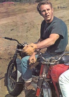 This picture gallery is from the personal collection of Steve McQueen fan Donna Redden. It features Japanese Pin Up posters of McQueen dating from 1960 through to Steven Mcqueen, Steve Mcqueen Motorcycle, Steve Mcqueen Cars, Triumph Motorcycles, Vintage Motorcycles, Steve Mcqueen Style, Films Cinema, Nitro Circus, John Kennedy