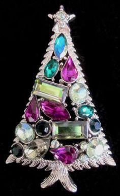 Hollycraft rhinestone Christmas brooch