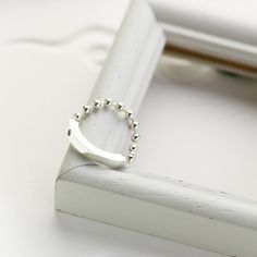 [DESCRIPTION]  The simple bar ring is made of fine sterling silver, stamped with a 925 quality mark. Set with 1 full bezel set round cut cubic zirconia. The simple bar measures 3mm or 0.12 inch long weighs 2.5 gram.  ・Made with sterling silver ・Thickness of bar is 3mm or 0.12inch ・Set with cubic zirconia ・Free gift wrapping With wood box and message card ________________________________________  +Check Out Other Ring https://www.etsy.com/jp/shop/CloudSilverJewelry?sec...