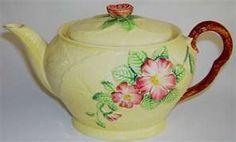 carlton ware teapot...wild rose Chocolate Pots, Chocolate Coffee, English Pottery, Carlton Ware, Tea For One, Antique Perfume Bottles, Teapots And Cups, Pot Sets, Vintage Tea