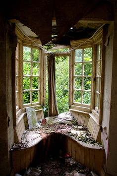 I can see this was such a lovely window seat at one time...  A nice place to daydream