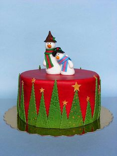 Christmas cake by bubolinkata,love the fondant embossed trees which add a lot of interest. Christmas Themed Cake, Christmas Cake Designs, Christmas Cake Decorations, Christmas Cupcakes, Christmas Sweets, Holiday Cakes, Christmas Cooking, Noel Christmas, Christmas Goodies