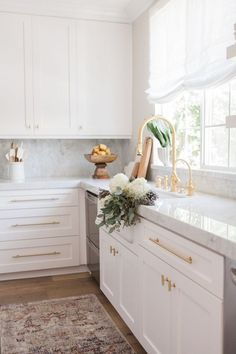 This fabulous kitchen designed by Nicole Davis Interiors incorporates our favorite trends! We love how she used Lew's Hardware pulls against the white and marble features. Shop the look! #HomeDecorAccessories