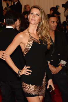 Gisele Bündchen Goes Seriously Sexy — and Punk!: Gisele Bündchen at the 2013 Met Gala. Gisele Bundchen, Top Models, Super Moda, Met Gala Red Carpet, Mode Inspiration, Mannequins, The Dress, Sexy Dresses, Fashion Models