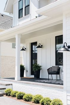 24 Amazing Farmhouse Porch Design Ideas And Decorations. If you are looking for Farmhouse Porch Design Ideas And Decorations, You come to the right place. Below are the Farmhouse Porch Design Ideas A. Modern Farmhouse Porch, Farmhouse Front Porches, Modern Farmhouse Interiors, Farmhouse Homes, Modern Rustic, Farmhouse Decor, Modern Porch, Outdoor Farmhouse Lighting, Modern Farmhouse Design
