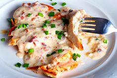 I petti di pollo al latte sono un piatto cremoso e delicato, ideale anche per i più piccoli. Impossibile resistere