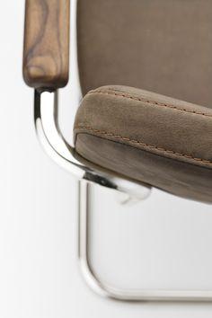 Wir bieten zwei Lederarten an: Ein hochwertiges, vollnarbiges Nubukleder und ein naturbelassenes Nappaleder. Beide sind weder geschliffen, geprägt noch lackiert.