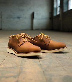 Red Wing Heritage Postman Oxford 3107 in copper rough & tough leather.