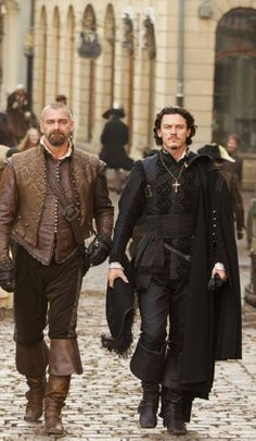 Porthos (Ray Stephenson) and Aramis (Luke Evans) in The Three Musketeers.