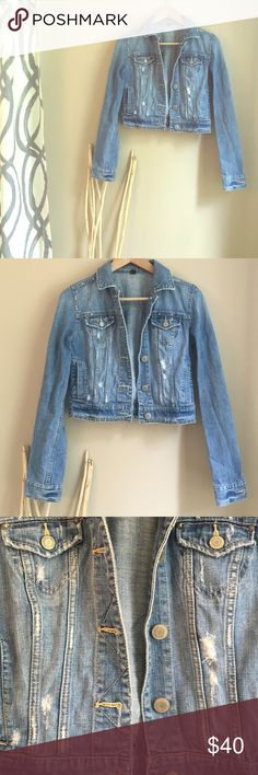 American Eagle Denim Jacket Medium-Light Shade. Little manufactured tips. 4 pockets in the front. Buttons up. Comfy. Studded around the bottom. Light weight. American Eagle Outfitters Jackets & Coats Jean Jackets