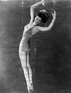 The Million Dollar Mermaid Swims Out Of Our Lives. All About The Lovely Esther Williams. (35 photos)