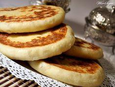 Recep voor heerlijke zachte Marokkaanse Batbot brood Moroccan Bread, Morrocan Food, Savoury Baking, Bread Baking, Egyptian Food, Ramadan Recipes, Arabic Food, Cheap Meals, Couscous