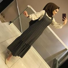 YENİLERDEN SALOPET MODELİMİZ 🤩  SALOPET 75₺ KAZAK 55₺ Abaya Fashion, Muslim Fashion, Modest Fashion, Casual Hijab Outfit, Hijab Chic, Girls Fashion Clothes, Fashion Outfits, Hijab Dress Party, Modele Hijab