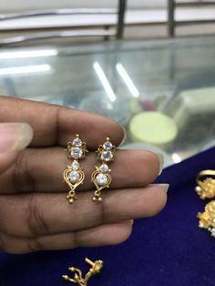 Gold Jhumka Earrings, Indian Jewelry Earrings, Jewelry Design Earrings, Gold Earrings Designs, Small Earrings, Designer Earrings, Jewelery, Gold Necklace, Baby Jewelry
