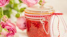 Ruusuvedellä maustettu vadelmahillo - raspberry jam with a hint of rose