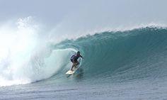 Surfer im Wellentunnel, Westalgarve