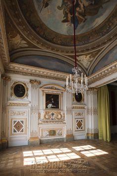 Hôtel de Béthune-Sully, chambre de la duchesse  [source: www.Regards.Monuments-Nationaux.fr; Portfolio Collection of Regional Monuments]