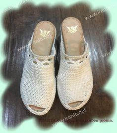 Летняя вязаная обувь крючком. Босоножки. Мастер-класс Flip Flop Sandals, Flip Flops, Shoes Sandals, Crochet Shoes, Master Class, Baby Shoes, Slippers, Socks, Knitting