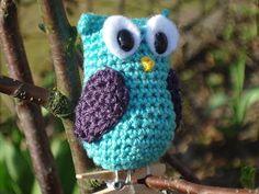 Crochet owl by Kervei Owl Crochet Patterns, Crochet Owls, Owl Patterns, Crochet Round, Love Crochet, Crochet Animals, Crochet Crafts, Yarn Crafts, Crochet Projects