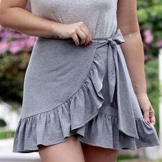 """aaa474388 Fernanda Sollito on Instagram: """"A saia que é conforto, frescor e estilo  para os dias quentes em look monocromático com uma tee mega charmosa!!!"""