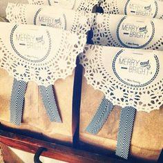confezione regalo:sacchettino in carta da pacco, centrino di carta, nastrino