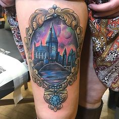 WEBSTA @ cailiosa - Got to finish this Hogwarts piece today, everything is healed except for the colour on the frame.. Thanks @alfiemcduffs for getting this it was so much fun ✨ xx #tattoos #hogwartstattoo @hogwartstattoo #harrypotter #harrypottertattoo #frame #thightattoo #nerdytattoos #filigree #colour #ladytattooers #cheyenne