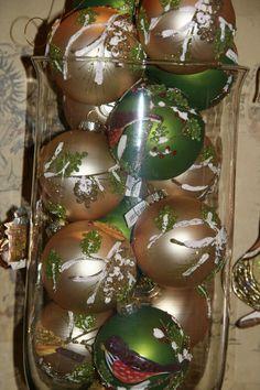 luxe #gouden en #groene #kerstballen met #vogel #klassieke #kertversiering