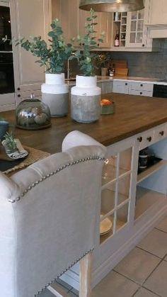 Cosy Kitchen, Kitchen Pantry Design, Kitchen Cabinet Styles, Modern Kitchen Design, Home Decor Kitchen, Interior Design Kitchen, Kitchen Furniture, Home Kitchens, Country Kitchen Island