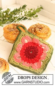 "DROPS crochet pot holders with squares in ""Paris""."