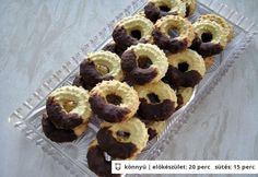 Vaníliás karika csokoládéba mártva Hungarian Cake, Hungarian Recipes, Eid, Cookie Decorating, Doughnut, Fudge, Christmas Holidays, Biscuits, Caramel