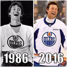 Hockey Goalie, Hockey Players, Ice Hockey, Hockey Boards, Who Plays It, Hockey Pictures, Hockey World, Wayne Gretzky, Hockey Stuff