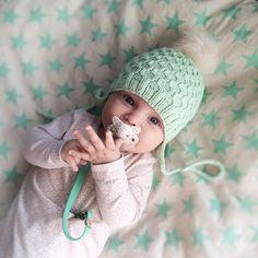 Lille bie lua / Little bee hat – tiddelibom Bee Hat, Little People, Baby Hats, Winter Hats, Crochet Hats, Knitting, Mini, Accessories, Collection
