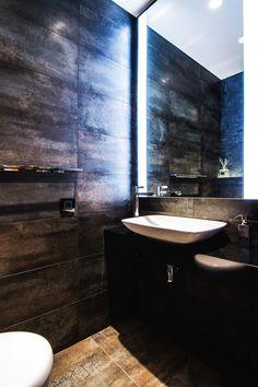 Markáns, stílusos, minimalista lakás, változatos anyagokkal, felületekkel, remek világítással, meleg tónusokkal