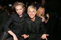 Pin for Later: 24 Celebrity Photobombs That Still Crack Us Up Kelly Clarkson Ellen DeGeneres and Portia de Rossi were posing for a cute couple's picture at the 2013 Grammys when Kelly leaned to her left with an open smile.