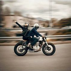 Everyone stay safe on there sunday ride! #moto #motorcycle #honda #yamaha #kawasaki #bmw #triumph #caferacerxxx #caferacer #hipster #inspire #travel #adventure #backpack #rideordie #life #roadtrip #caferacersofinstagram #oldschool #retro #blackandwhite #freedom #vintage #cb750 #cb550