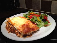 Slimming World (nearly) Syn Free Lasagne just what we need to eat on a day like this ! Slimming World Lasagne, Slimming World Dinners, Slimming World Recipes Syn Free, Slimming World Syns, Slimming Eats, Healthy Eating Recipes, Cooking Recipes, Healthy Food, Healthy Meals