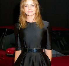 Stella McCartney roule pour Jaguar  http://www.yellow-sub.fr/news/gala-by-night-stella-mccartney-roule-pour-jaguar-29942