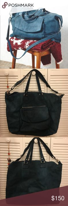 Free People October Skies Weekender Bag Stunning Free People weekender bag in a beautiful royal blue leather. Bag shows minimal signs of wear and is true to the color of the second and third image. Free People Bags Travel Bags