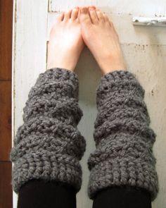 Chunky crochet leg warmers patten Photo by Kendra Kat Crochet Boot Cuffs, Crochet Leg Warmers, Crochet Boots, Chunky Crochet, Crochet Slippers, Cute Crochet, Crochet Crafts, Crochet Clothes, Crochet Projects