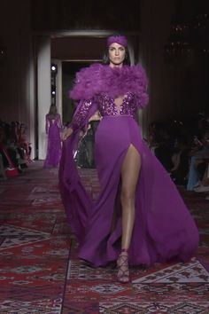 Zuhair Murad Look Fall Winter Couture Collection Stunning Embroidered Purple Backless Slit Sheath Evening Maxi Dress / Evening Gown with Long Sleeves and Open Back. Runway Show by Zuhair Murad Haute Couture Dresses, Haute Couture Fashion, Zuhair Murad, Elegant Dresses, Beautiful Dresses, Runway Fashion, Fashion Show, Women's Fashion, Mode Outfits