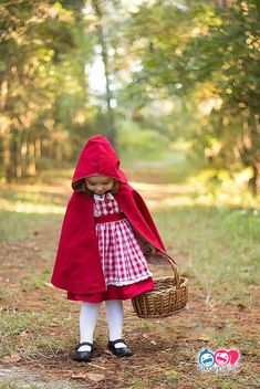 Little Red Riding Hood (and a hooded cape tutorial!) (STITCHED by Crystal) Costume Halloween, Diy Halloween Costumes For Kids, Halloween Sewing, Spider Costume, Halloween Halloween, Vintage Halloween, Halloween Makeup, Easy Book Week Costumes, World Book Day Costumes