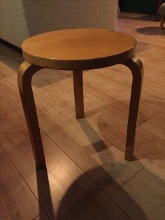 Originele Alvar Aalto kruk, gemerkt met stempel.