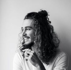 A list of curly hairstyles for men which inlcudes how to style curly hair men, curly hairstyles for black men, haircuts for men with wavy hair, and more. Trendy Mens Hairstyles, Bun Hairstyles For Long Hair, Undercut Hairstyles, Haircuts For Men, Style Hairstyle, Boy Hairstyles, Curly Hair Men, Curly Hair Styles, Natural Hair Styles