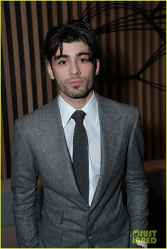 zayn malik suits up for fifty shades darker premiere 01