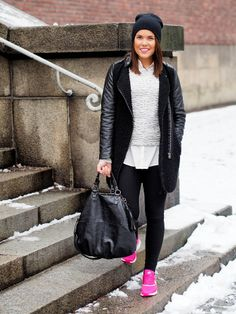 I really love this simple casual outfit with these pink nike air max <3
