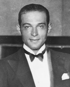Rudolph Valentino photographed ca. Valentino Tango, Valentino Men, Rudolph Valentino, Golden Age Of Hollywood, Vintage Hollywood, Hollywood Icons, Horsemen Of The Apocalypse, Silent Film Stars, Classic Movie Stars